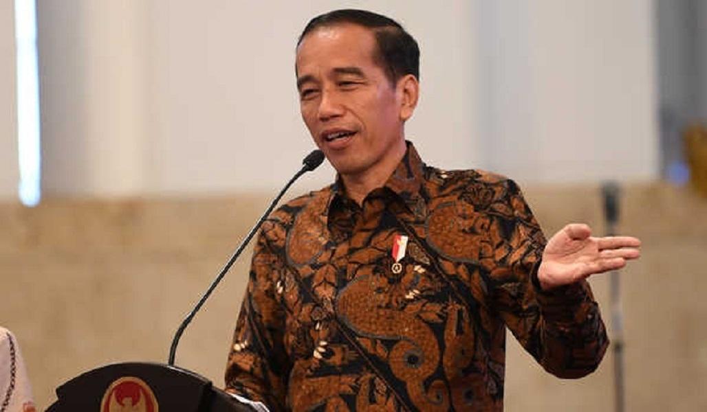 Presiden Joko Widodo memberi sambutan ketika bersilahturahmi dengan pelaku usaha perikanan tangkap penerima Surat Izin Usaha Perikanan (SIUP) dan Surat Izin Penangkapan Ikan (SIPI) di Istana Negara, Jakarta, Rabu (30/1/2019). Dalam silaturahmi itu Presiden memerintahkan pejabat Kementerian Kelautan dan Perikanan untuk memangkas waktu penerbitan izin kepada pelaku usaha perikanan tangkap. ANTARA FOTO/Wahyu Putro A/wsj.