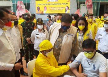 Vaksinasi Partai Golkar di One Bellpark Mall, Cilandak, Rabu (25/8)